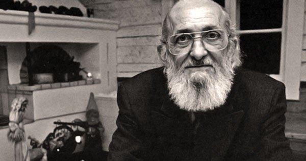 Coletivo lança Manifesto em Defesa de Paulo Freire. Compartilhe!